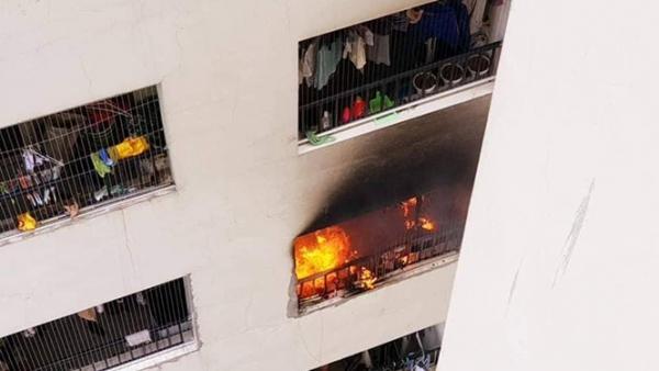 Cháy tại tầng 31 chung cư, hàng trăm người dân hoảng loạn tháo chạy